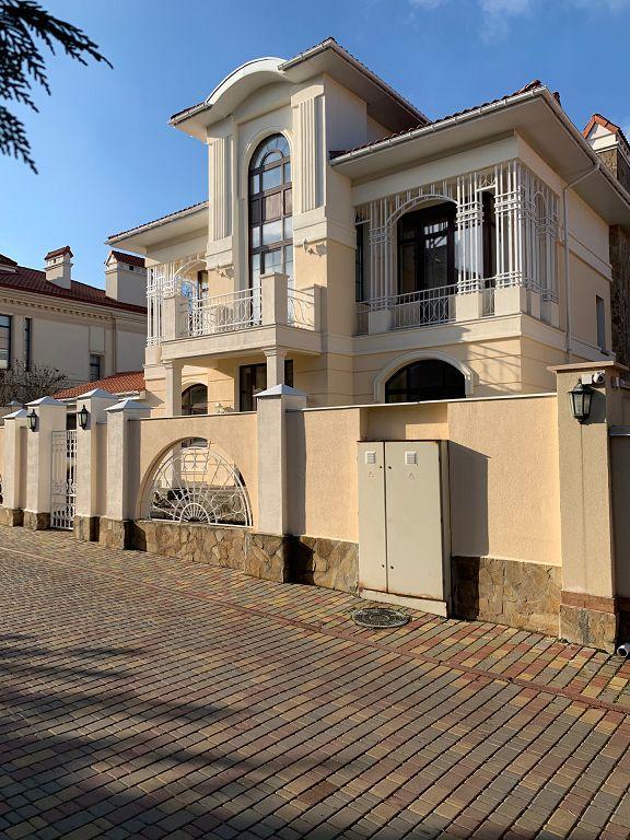 дом в коттеджном городке оазис